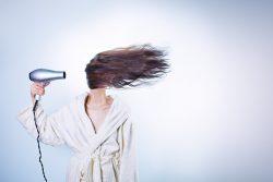 Wie kümmere ich mich um meine Haare in diesem Sommer