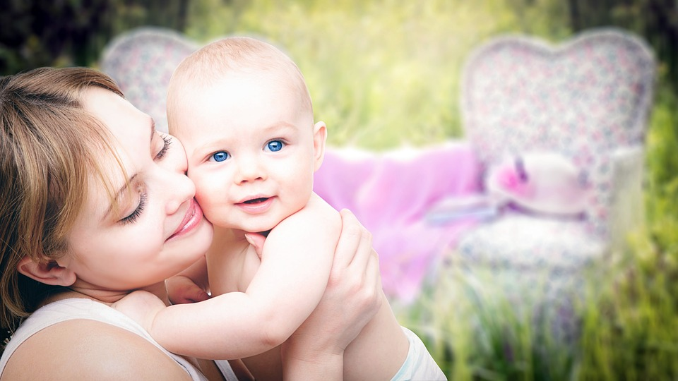 Cómo tratar la enfermedad del reflujo gastroesofágico del bebé (GERD)
