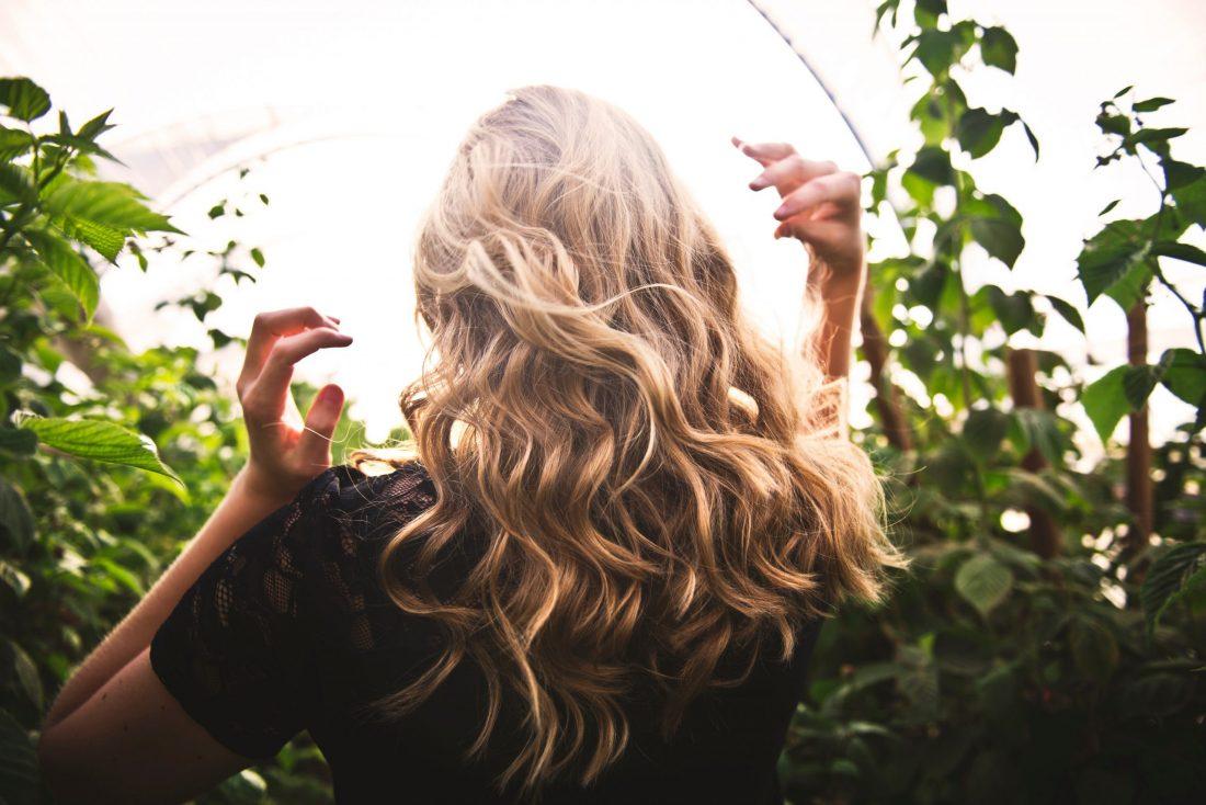 Scegli i tuoi oli vegetali biologici per prenderti cura dei tuoi capelli