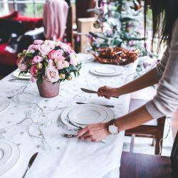 Repas lourd et copieux, alcool ect...retrouvez nos 5 astuces detox après les fêtes pour nettoyer votre organisme et réequilibrer votre digestion.